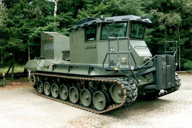 Leopard 1 BARV (beach armoured recovery vehicle).