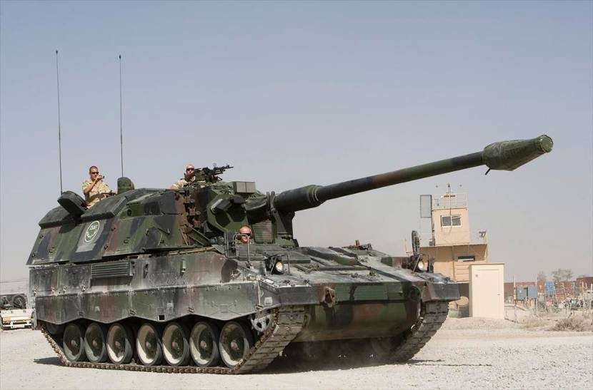 Panzerhaubitze 2000NL (PzH2000) self-propelled armoured howitzer.